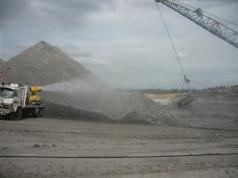 Cannone abbattimento polveri in funzione in cava